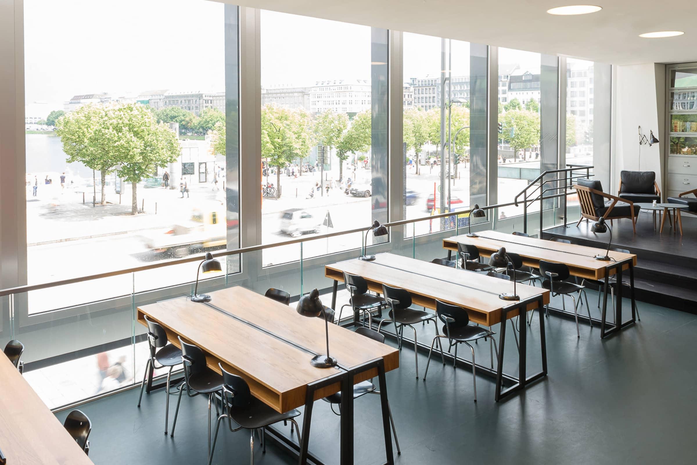 Cafè Ferdinand, Vodafone, Hamburg, Jungfernstieg, Restaurant Branding, tische