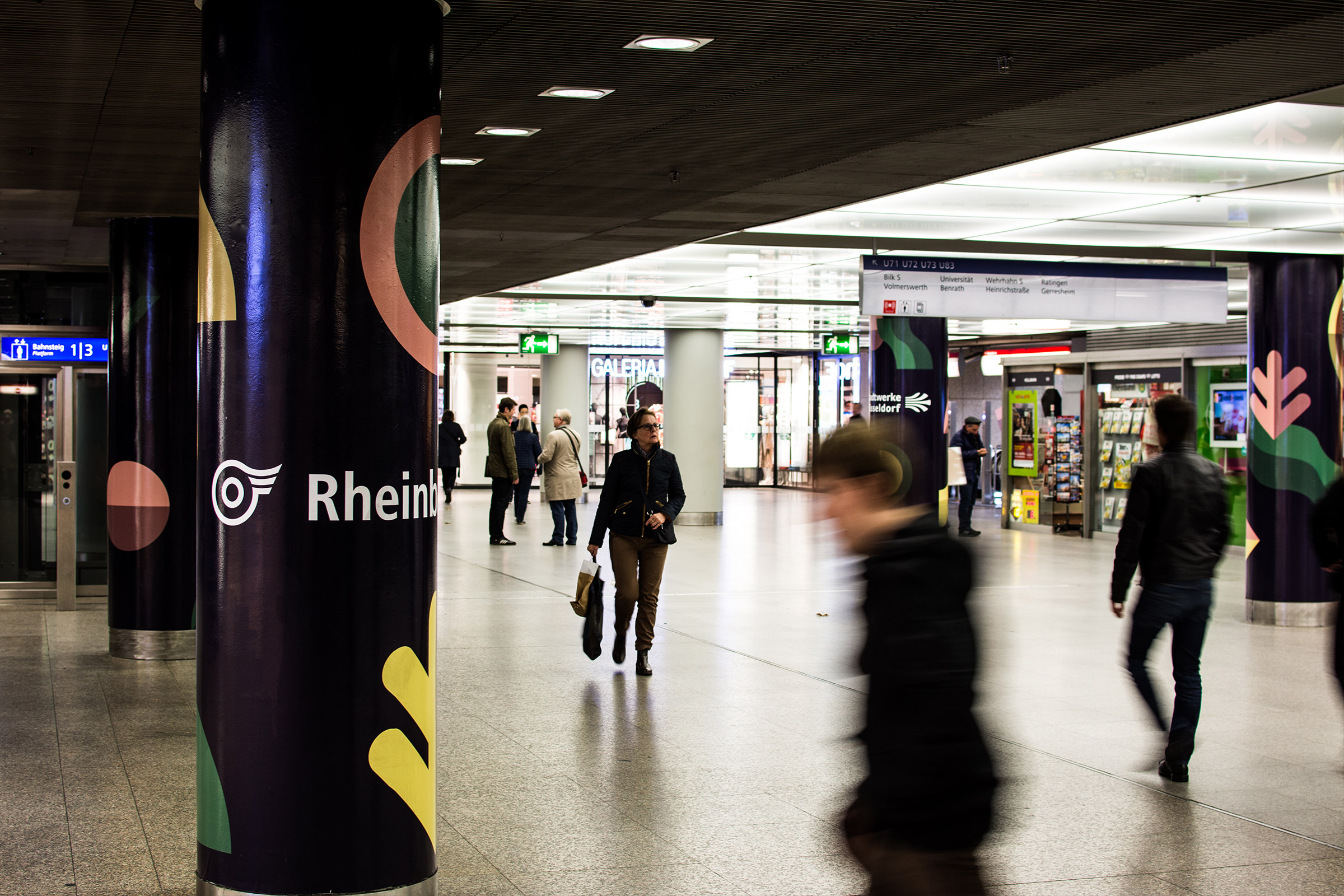 Düsseldorf, Heinrich-Heine-Allee, U-Bahnhof, Beklebung, New Fall Festival, Corporate Design, Branding