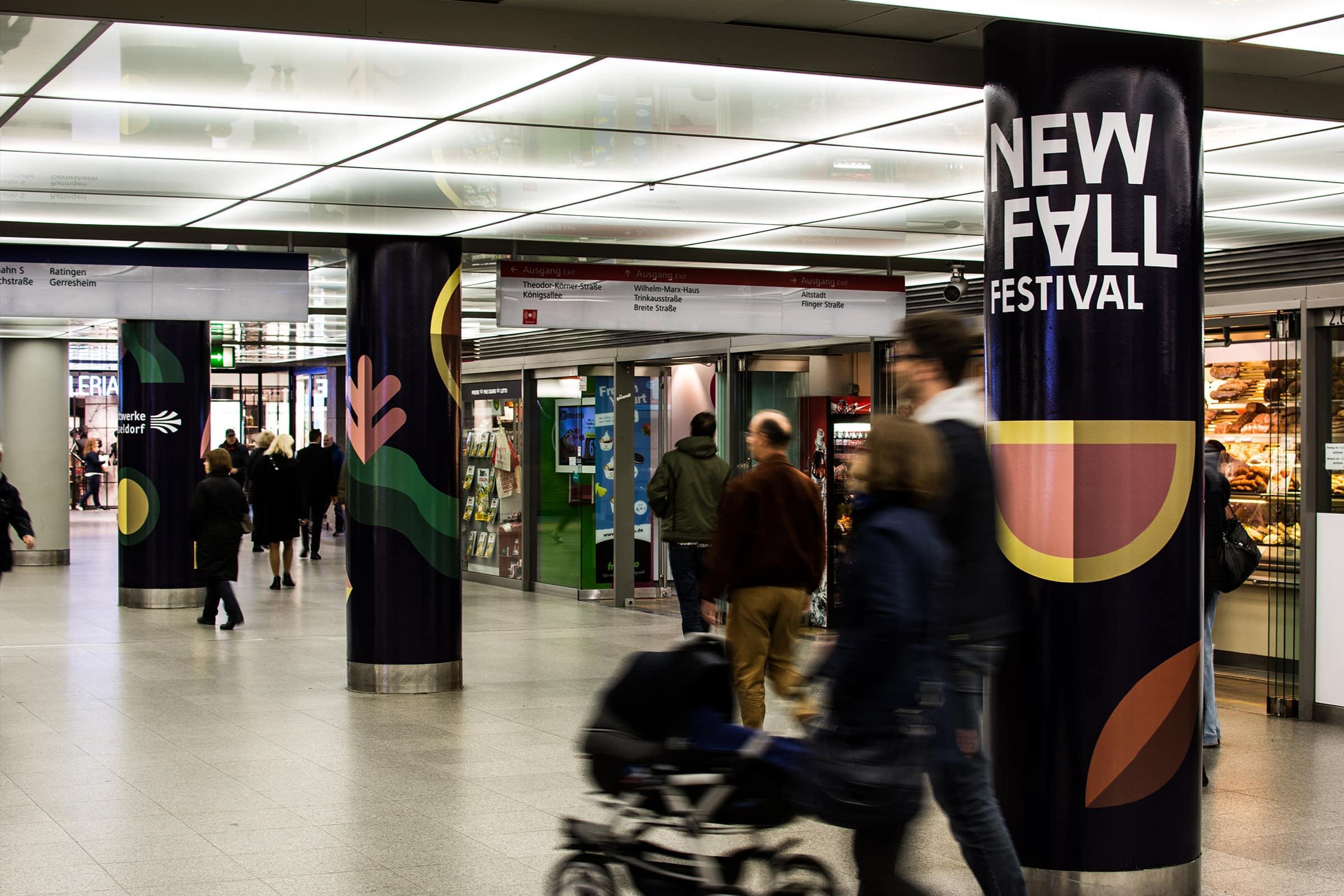 Düsseldorf, Heinrich-Heine-Allee, U-Bahnhof, Beklebung, New Fall Festival, Corporate Design